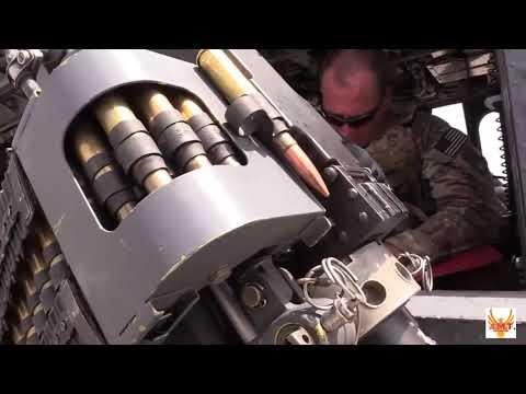 UH-60 Чёрный Ястреб стрельба с минигана. UH-60 Black Hawk shooting from a minigun.