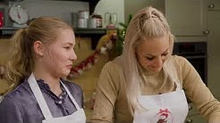 Janine Kunze und Tochter Lili in der Weihnachtsbäckerei!