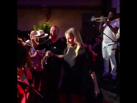 Chris Martin and Gwyneth Paltrow singing Spanish Karaoke (2018)