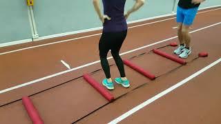 Lauf- und Sprung-ABC mit der Koordinationsleiter