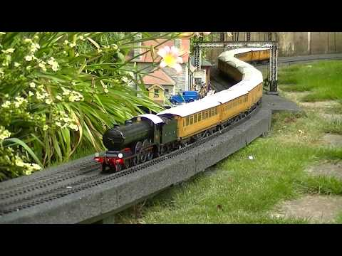 Aster live steam GNR Stirling Single with J & M GNR coaches by