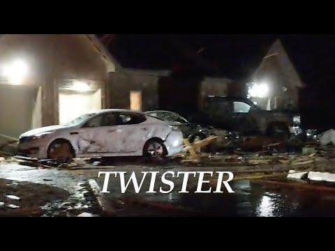 """Thunderstorm spawns """"Major Vortex"""" in Clarksville, TN - """"Roofs gone"""""""