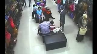 stealing handbag in professional way