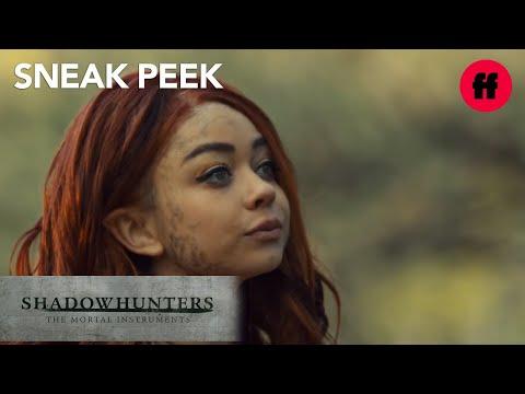 Sarah Hyland is The Seelie Queen  Sneak Peek: Season 2  Shadowhunters