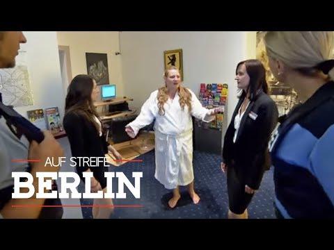 Fieser Streich? Klamotten nach dem Duschen geklaut  Auf Streife - Berlin  SAT1 TV