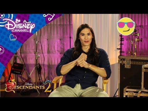 Descendants 2 | 6 hurtige spørgsmål til Booboo Stewart - Disney Channel Danmark videó letöltés