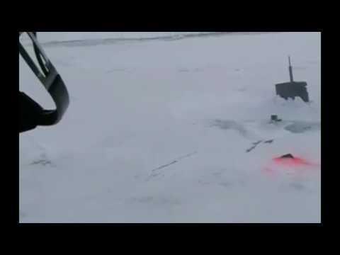 Картинки по запросу вмерзшей в лед американской подлодки, снятое российскими летчиками