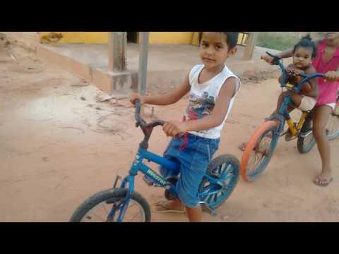 Crianças do interior de Paulo Ramos - Ma na corrida de bike