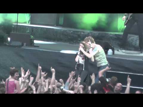 Die Toten Hosen live in Köln 2013, Paradies, Niemals einer Meinung sein