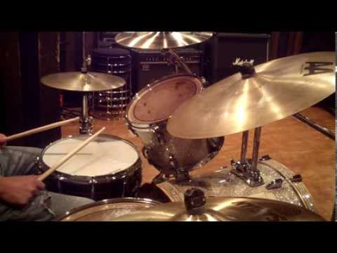 Linear Funk Groove ( Tony Royster Jr. Style ) - Drum Lesson #75