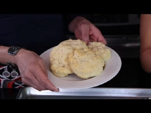 Quick & Easy Homemade Biscuit Recipe : Quick Cooking Tips