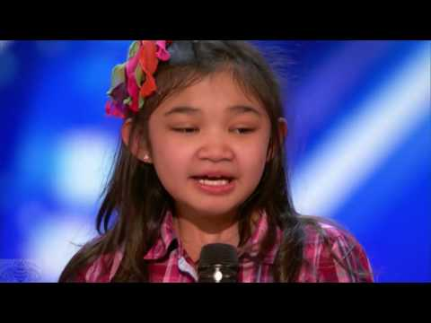 """9 Year Old Girl Surprises Singing """"Rise Up"""" In America's Got Talent."""
