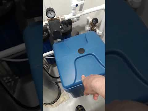 Желтеет вода из скважины. Фильтрация воды от железа.