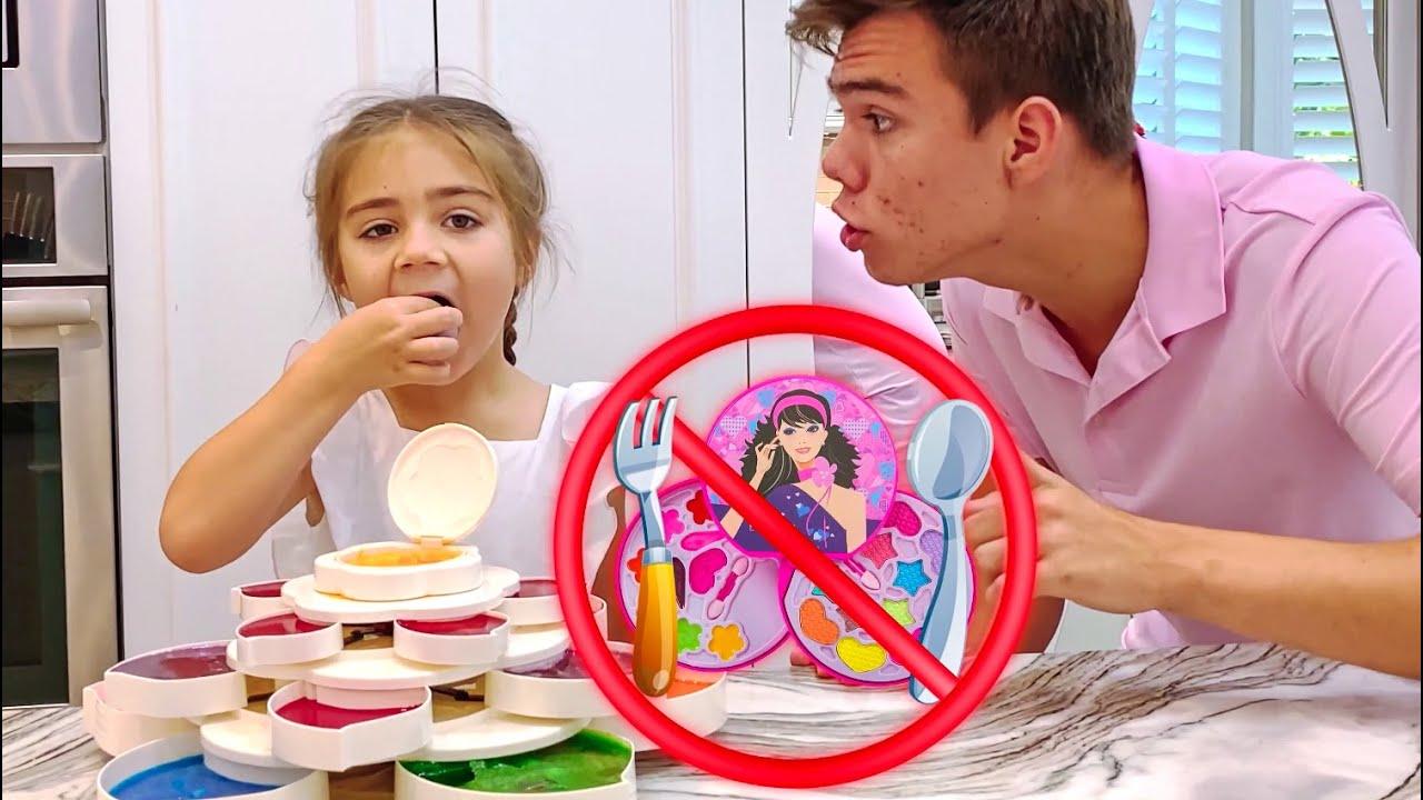 Artem enseña a Mia cómo elegir  cosméticos