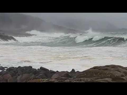 El temporal se deja sentir en A Marosa en forma de viento y fuerte oleaje
