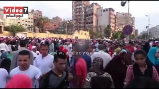 آلاف المصلين يؤدون صلاة العيد بمسجد عمرو بن العاص