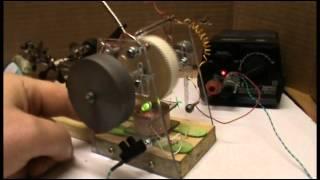 Moteur à répulsion magnétique test 12V avec volant plomb, d'un coté !