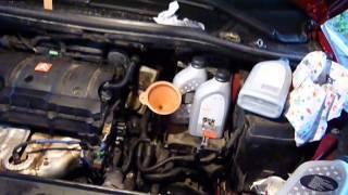 видео Инструкция по проверке автоматической коробки Audi и замене в ней масла