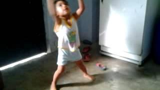"""Jamie bailando """"POSE"""" de DADDY YANKEE...."""
