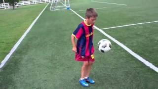 Youth Soccer Juggling Hunter does 137 Soccer Juggles!