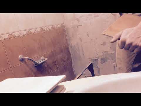 Саморемонт 1. Очистка плитки от старого клея, герметик, грунтовка стен
