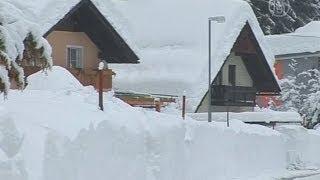 В Европе -- снегопады и 8-метровые волны (новости)