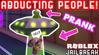 ALIEN ABDUCTION PRANK in JAILBREAK! | Roblox Jailbreak