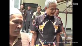 Download VIDEO HEBOH Ganjar Pranowo Pergoki Polisi Melakukan Pungli di Samsat Magelang Mp3 and Videos