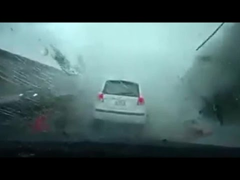 Car blown away by Taiwan typhoon caught on video