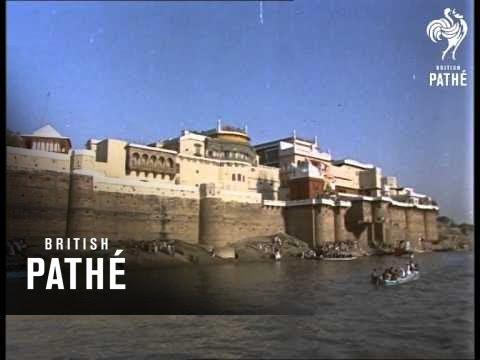 Queen In Bombay And Benares (1961)