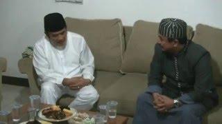 menyambut h rhoma irama bersama kh asep saepudin di kompleks al musaddadiyah garut jabar