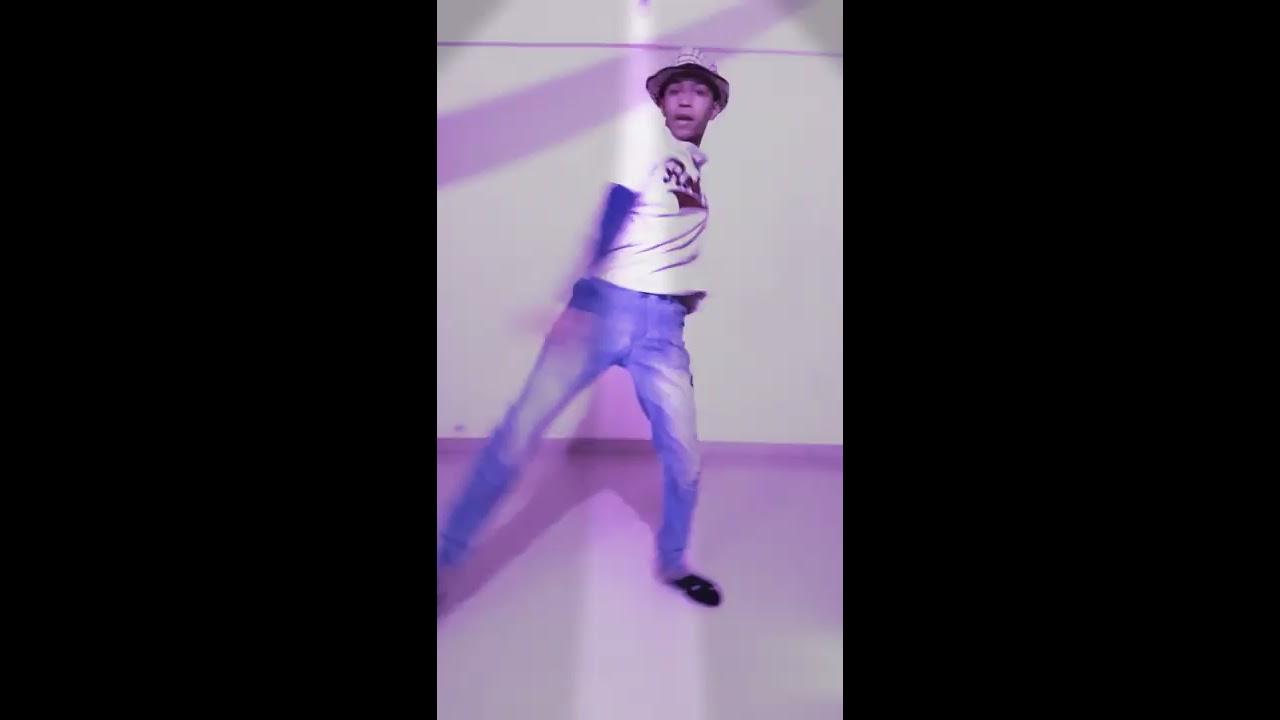 Sitaron ki mehfil Kahi na pyar hai dance by Shlok