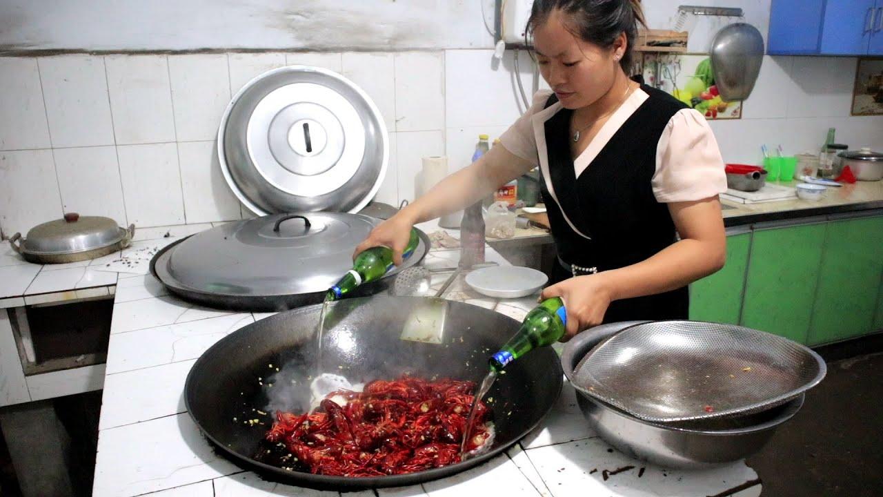 100块钱买4斤小龙虾,用柴火灶烧蒜蓉小龙虾,蒜香浓郁真入味