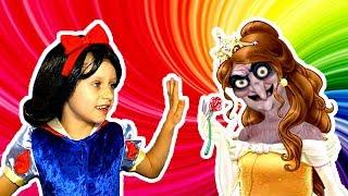 ВЕДЬМА Заколдовала МАШУ Челлендж УГАДАЙ ПРИНЦЕССУ #5  Принцессы Диснея Белоснежка Обнимашки с Машей