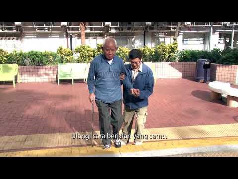 Dikala lansia naik berjalan ditangga dianjurakan dengan alat bantuan tongkat kaki empat