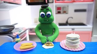 SUPERHERO BABY MAKES CHOCOLATE BANANA PANCAKES - CLAY & PLAY DOH CARTOONS FOR KIDS