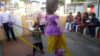 Rompiendo la piñata CUMPLEAÑOS ELIANA LÓPEZ JARQUIN