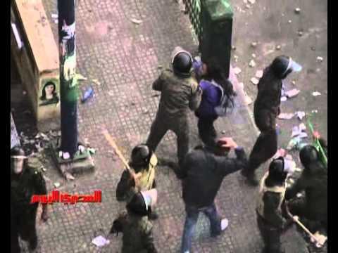 فيديو لم يعرض لقوات الأمن والجيش تسحل متظاهري التحرير