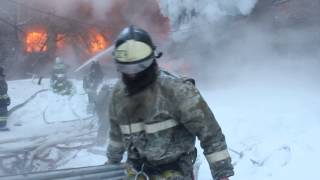 Пожар на радиозаводе 23 декабря 2016(Подробнее: http://altapress.ru/story/193226 Автор видео: МЧС по Алтайскому краю Композиция