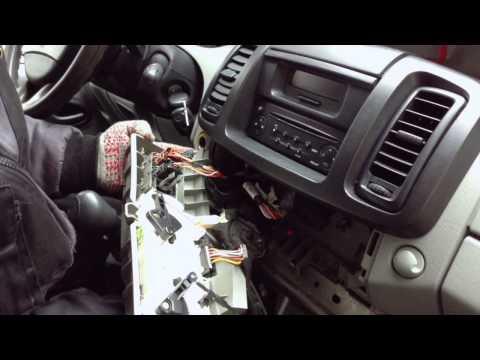 Замена лампочек подсветки панели регуляторов отопителя Renault Trafic Replacement Bulbs For Cars