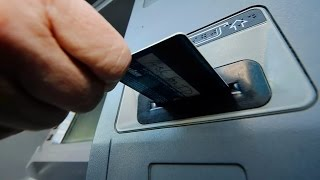 Банкомат не отдает карточку, что делать.