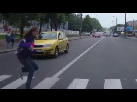 Pédestrians Vs Traffic #3 | Pedestrians On The Road | Piétons Contre Voitures | Juin 2016