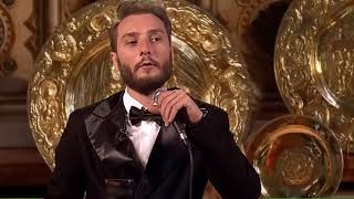 Грузин говорит тост на свадьбе Принца Гарри.