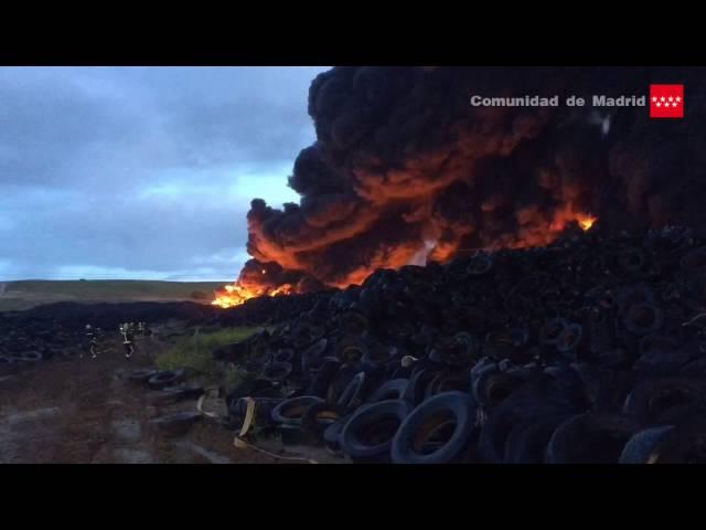 Quemada una de las once hectáreas que ocupa el cementerio de neumáticos en Seseña