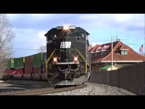 NS 1073 Penn Central Heritage Unit Norfolk Southern 282 Muncie Indiana