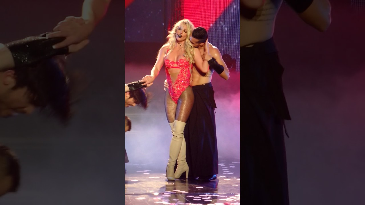 Britney Spears - Baby one more time, Oops @ Planet ...