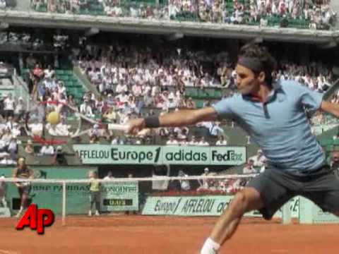 Roger Federer advances at French Open in first Grand Slam match ...
