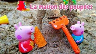 Peppa Pig et George en français: construction d'un château de sable pour enfants