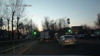 У газели на ходу открывается створка двери фургона (o102тр 199)(, 2014-02-24T05:11:40.000Z)