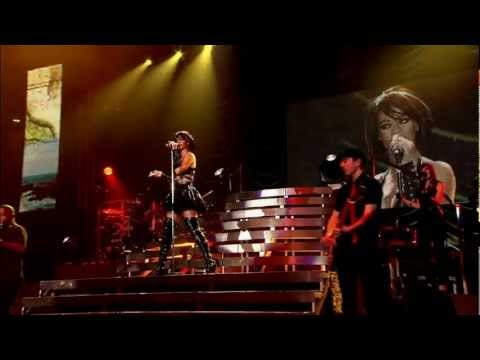 Rihanna Cover - IsThis  L-o-v-e  Live in Manchester - Bob Marley [HD].